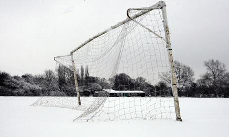 20130102132246-a-snow-covered-football-p-001.jpg
